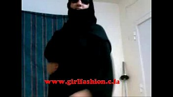 Arab girl in hijab blowjob