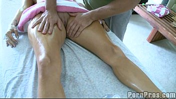 SQUIRT EXPLOSION - She Cums All Over Him As He Makes Her Cum Multiple Times  ´
